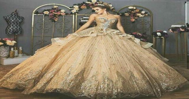 lucir un vestido dorado