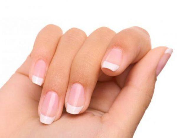 las uñas con yodo blanco