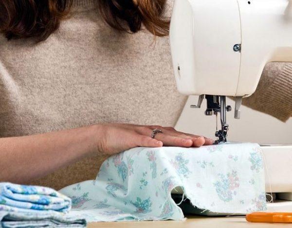 Cómo engrasar una máquina de coser