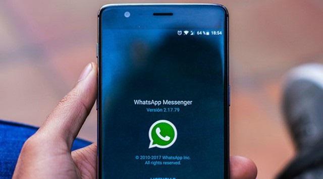 en línea en WhatsApp