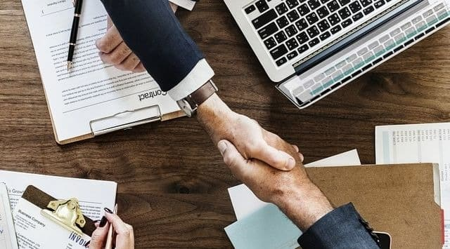 Cómo funciona un contrato mercantil