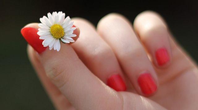 Trucos para uñas largas más fuertes