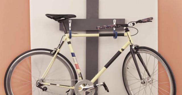 colgar una bicicleta a la pared