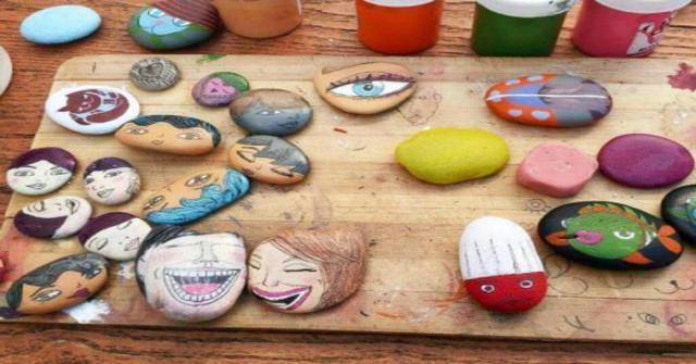 pintar piedras de río