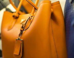 limpiar un bolso de cuero