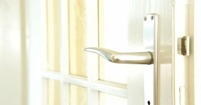 desmontar y colocar una puerta
