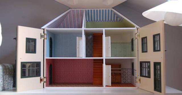 casa de madera para muñecas