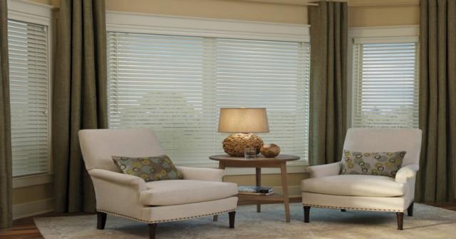 cortinas en una ventana mirador