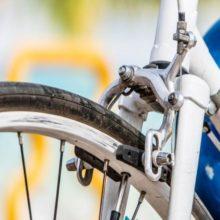 reparar los frenos de una bicicleta